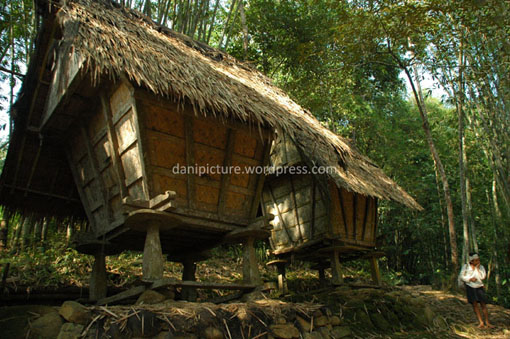 Bentuk lain dari Leuit (bangunan tempat menyimpan padi)