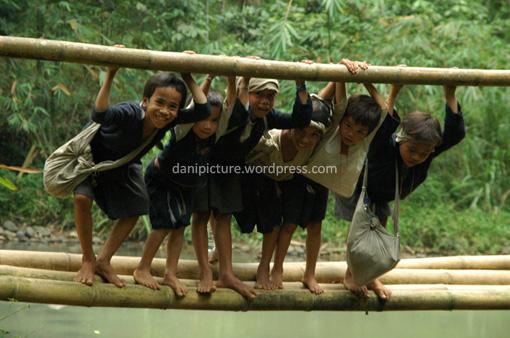 Keceriaan anak-anak Baduy Dalam