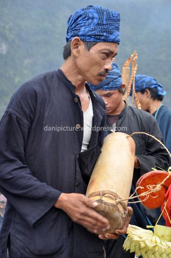 Alat-alat musik tersebut hanya dimainkan pada acara-acara adat tertentu seperti acara tanam padi, panen, pernikahan dan acara adat lainnya.