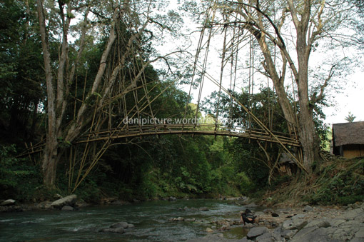 Jembatan Bambu di Kampung Gajeboh