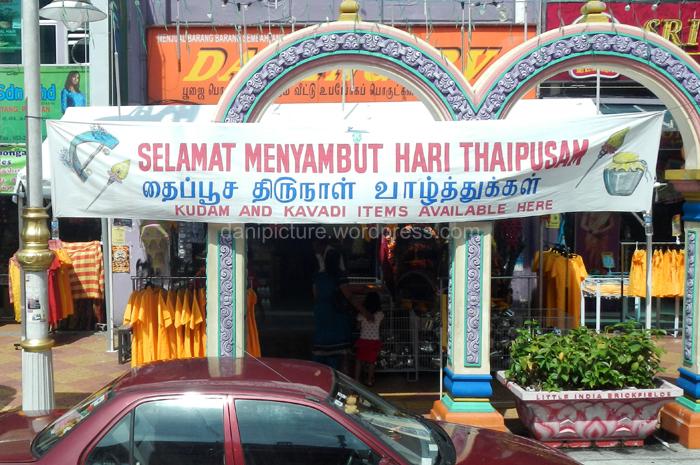 Spanduk ucapan hari Thaipusam yang dipasang di sebuah sudut kota Kuala Lumpur.