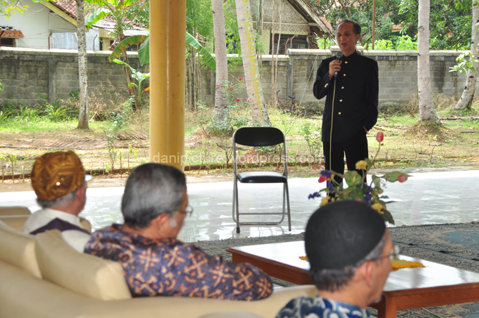 Bapak Toyo sebagai Ketua Yayasan Kusumadiningrat saat memberikan sambutan.
