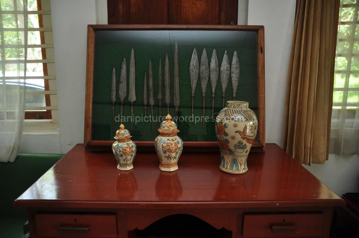 Beberapa jenis mata tombak merupakan salah satu benda sejarah yang berada di Museum Galuh Pakuan