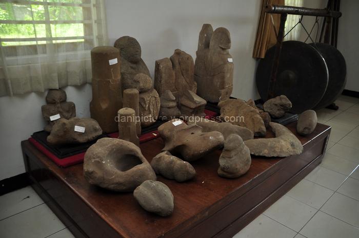 Selain senjata (pusaka) di Museum Galuh Pusaka juga tersimpan