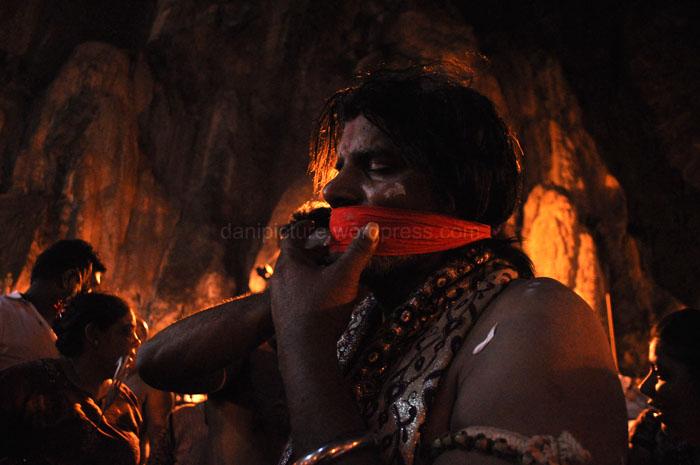 Untuk pejiarah yang menusukan Vel lebih besar pada pipinya, setelah vel tersebut dicabut, pada bagian luka akan ditaburi serbuk obat kemudian ditutup dengan kain.