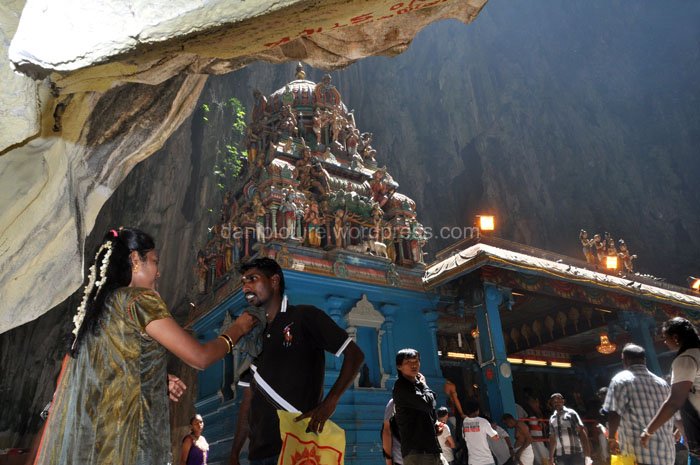 Salah satu kuil yang ada di dalam Batu Caves