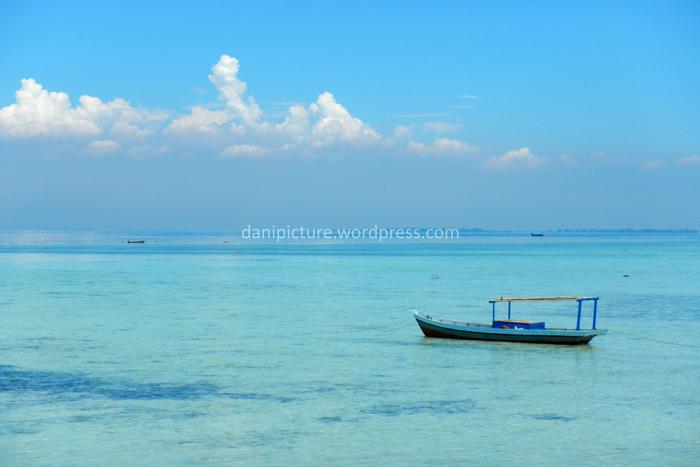 Air pantai Pulau Pari masih jernih