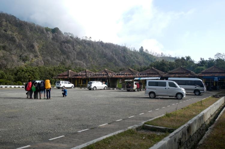 Tempat parkir Gunung Papandayan