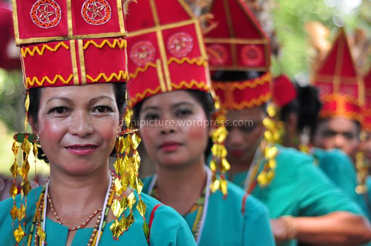 Ibu-ibu wakil dari Tana Toraja