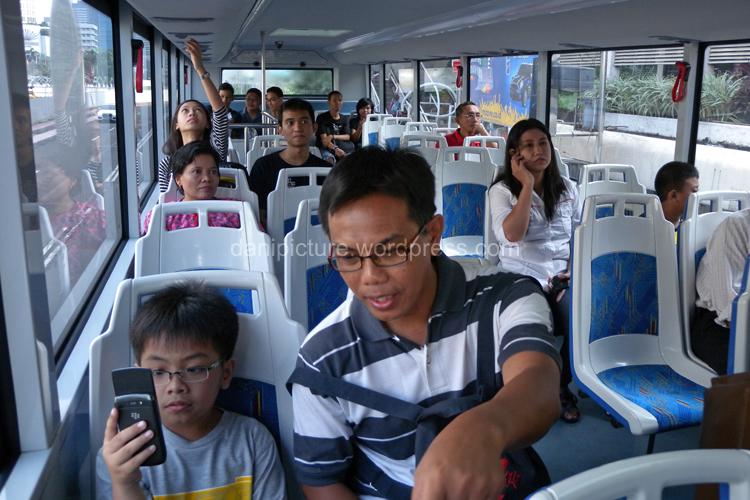 Suasana di dalam Bus lantai 2