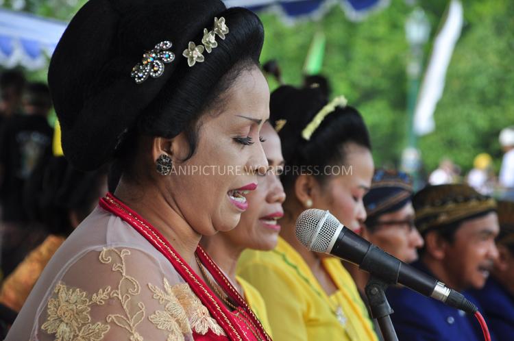 Musik Gamelan dan Langgam Jawa mengiringi jalannya upacara Tawur Agung Kesanga